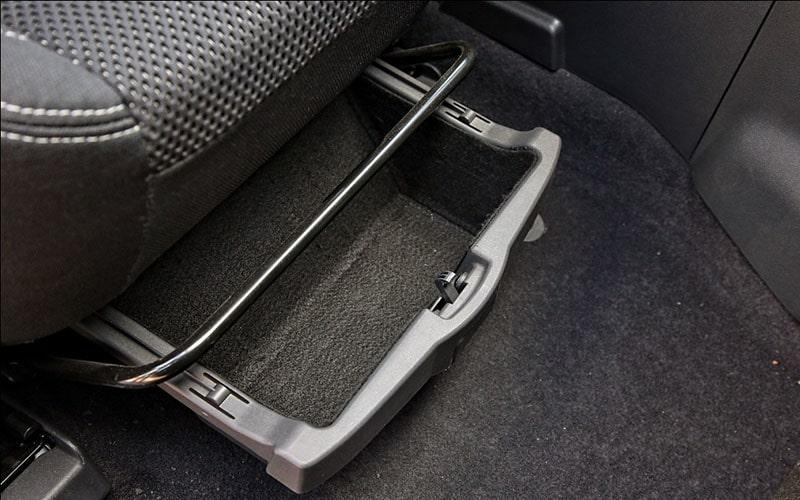 бокс под сиденьем переднего пассажира