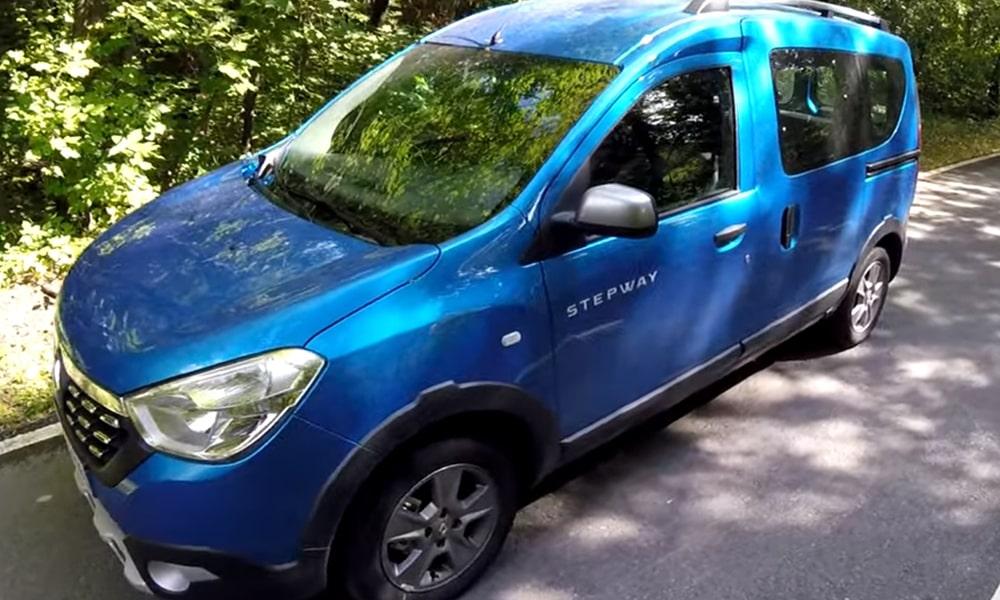 Renault Dokker Stepway на дороге