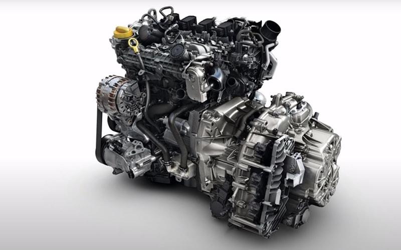 справа от двигателя вариатор